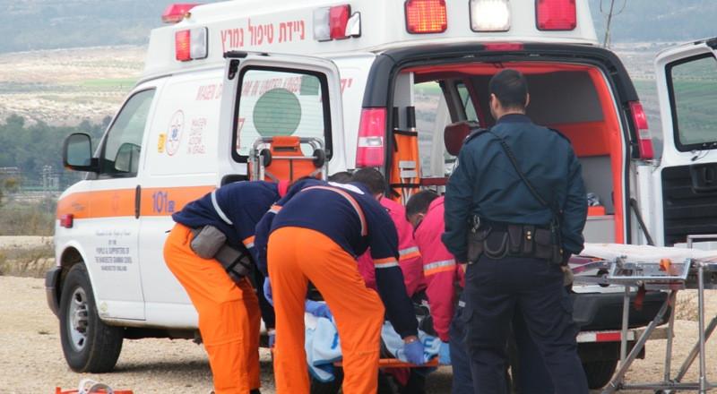 إصابة خطيرة لشاب سقط عن صخور قرب البحر الميت