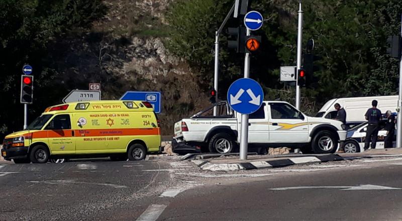 إصابتان بحادث طرق قرب ام الفحم
