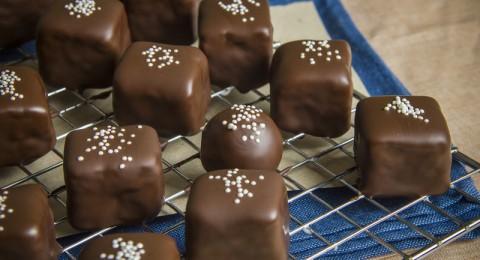 الشوكولاتة تسهم في نمو الجنين وتبعد تسمم الحمل