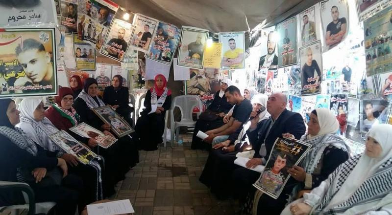 وفود من أراضي الـ48 تنظم وقفة تضامنية مع الأسرى
