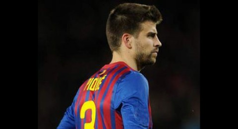 هل يقود بيكيه دفاع برشلونة بالكلاسيكو؟