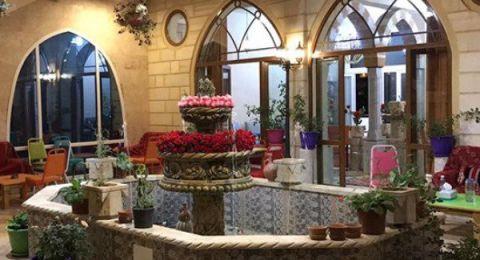 الماضي والحاضر في بيت الورد الدمشقي في لبنان