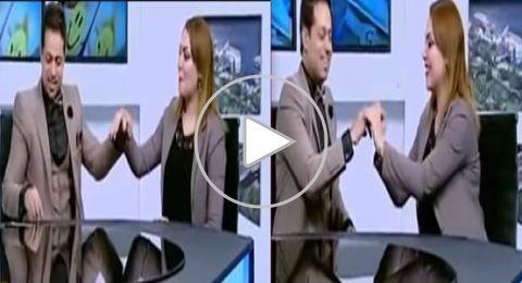 مذيع مصري يفاجئ زميلته بخطبتها على الهواء