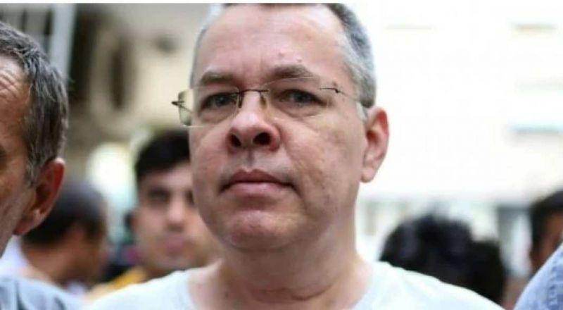 تركيا تطلق سراح القس الأمريكي برانسون