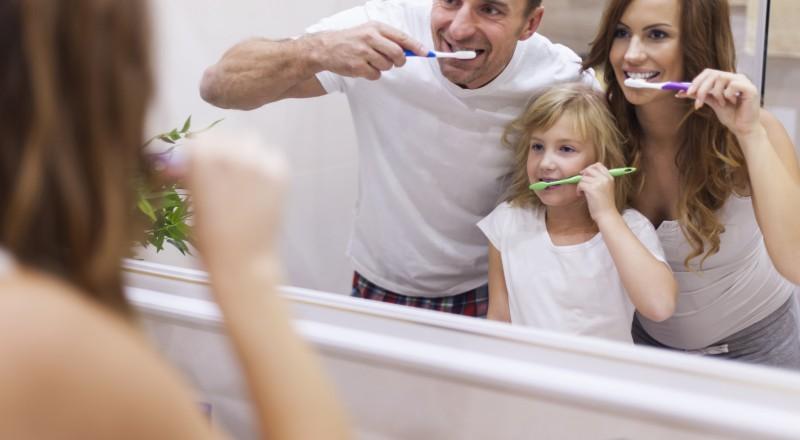 حيل جماليّة بفرشاة الأسنان قد لا تخطر على بالك!