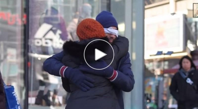 شاب مسلم يخوض تجربة مثيرة في شوارع كندا