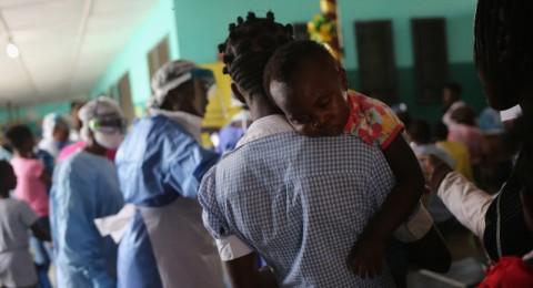 سيراليون: اصابة عاملة رعاية صحية بريطانية بالايبولا