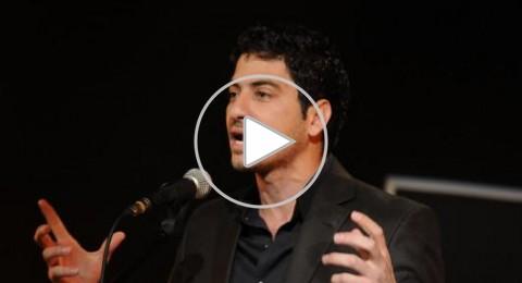 الشاعر مخول يحاكي عنصرية إسرائيل في المطارات