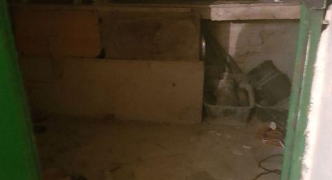 القدس: سجن اب قام بالاعتداء على ابنه وحبسه في مخزن المنزل