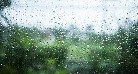 انخفاض بدرجات الحرارة وفرصة لسقوط أمطار ليلا