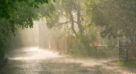 أمطار متفرقة اليوم، وارتفاع بدرجات الحرارة يومي الاربعاء والخميس