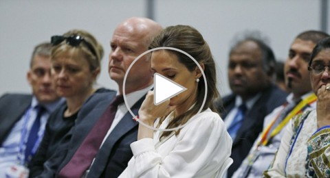 دموع أنجلينا جولي على ضحايا