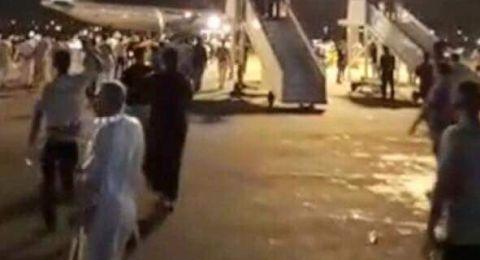 العراق.. متظاهرون يقتحمون مطار النجف جنوب غربي العاصمة بغداد