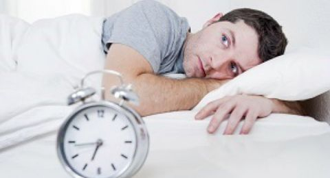 العلم يجيب.. لماذا ينبغي أن تنام على جانبك؟!