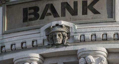 الرّقابة على البنوك تبسّط اتفاقيات الائتمان بين البنوك والزبائن