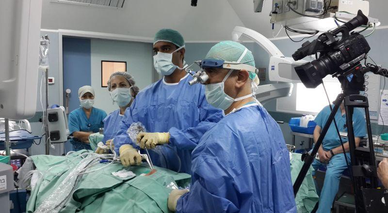 لأول مرة بث وتوثيق عمليتين جراحيتين من المركز الطبي للجليل في نهاريا خلال مؤتمر طبي عالمي