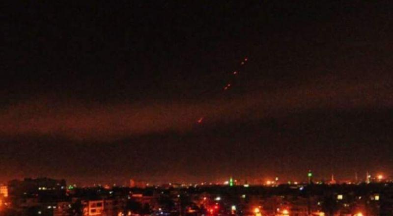 إسرائيل تقصف منطقة القنيطرة والدفاعات الجوية السورية ترد