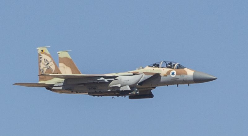 يديعوت: الجيش الإسرائيلي أسقط طائرة سورية دخلت 9 كيلو بالأجواء الشمالية