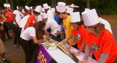 إعداد أطول شطيرة سوشي في العالم