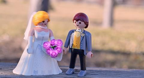 احتفلي بعيد زواجكِ بطريقة رومانسية