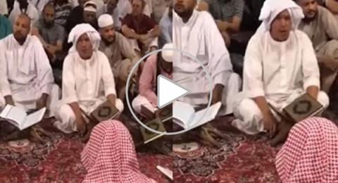 مصري يتلو القرآن على طريقة المقرئين المصريين القدامى