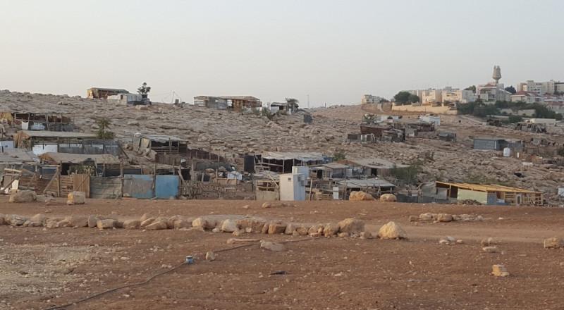 القدس: مهاجمة تجمع أبو النوار وخلع أبواب المدرسة