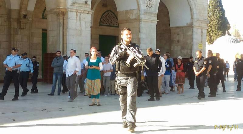 تواصل الاقتحامات للاقصى ومسيرات للمستوطنين في القدس والخليل
