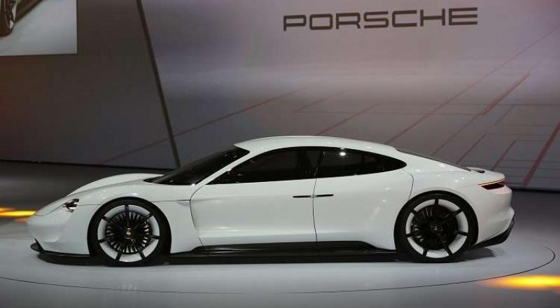 بورش تدخل عالم السيارات الكهربائية!