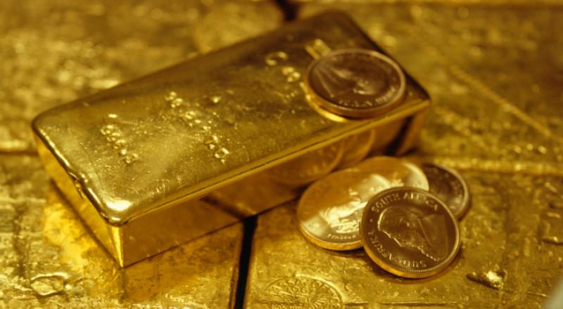 الذهب يسترد خسائره والدولار يتراجع