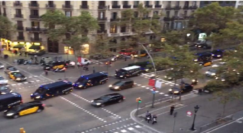 رئيس كتالونيا يجمد إعلان انفصال الإقليم لإفساح المجال أمام الحوار