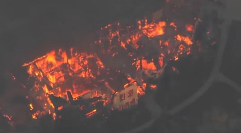 حرائق كاليفورنيا.. الدمار يعم المشهد وحصيلة القتلى في ارتفاع