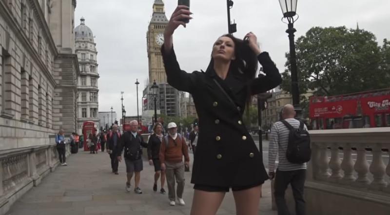تعرفوا على صاحبة أطول ساقين في العالم