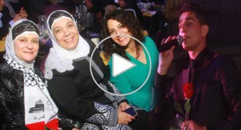 جمهور عساف بأميركا يرتدي الكوفية الفلسطينية