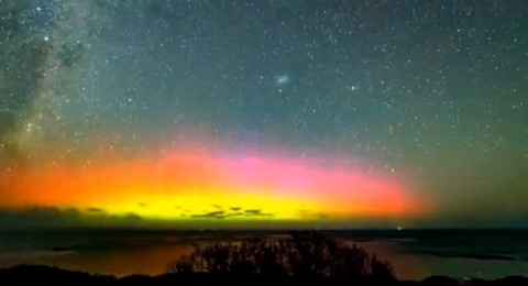 شاهدوا ظاهرة الشفق النادر حدوثها تظهر في سماء أستراليا