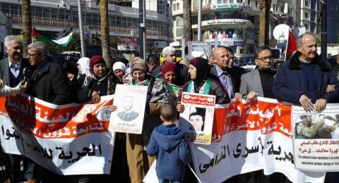 الحركة الأسيرة تعلن الإضراب بـ 17 الشهر