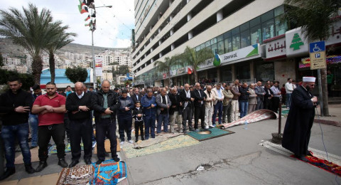نابلس: أداء صلاة الجمعة في ميدان الشهداء تضامنا مع الأسرى