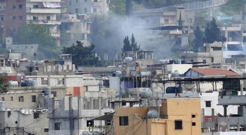 الاشتباكات تتواصل في مخيم عين الحلوة .. قذائف صاروخية وإطلاق نار