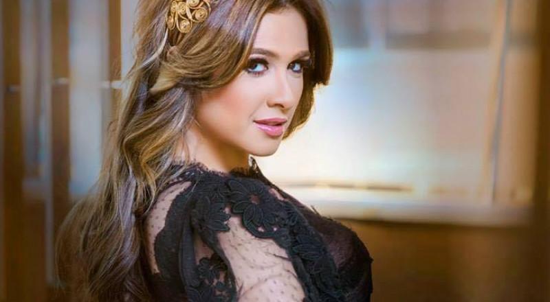 علامات الحمل تظهر على ياسمين عبد العزيز