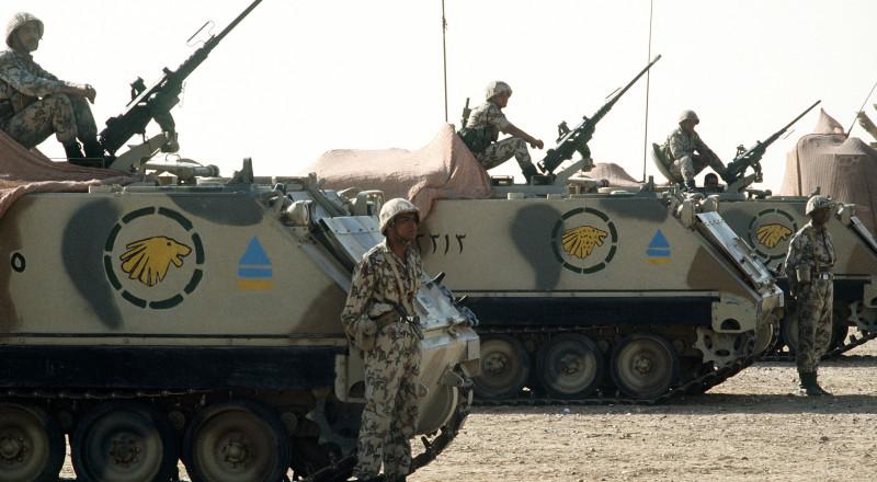 الجيش المصري ينتشر في الميادين الرئيسية بالقاهرة