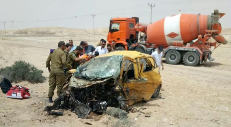 مصرع شاب عربي وشابة يهودية بحادث طرق مروّع في النقب