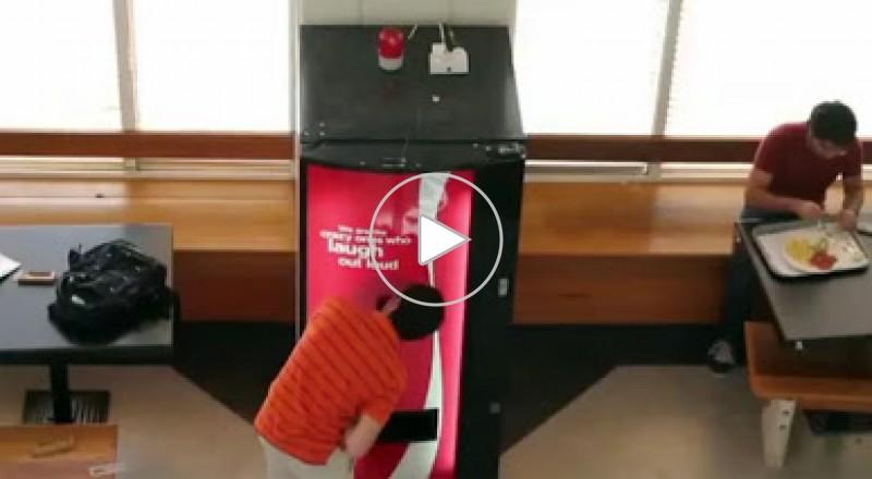 حملة دعائية غريبة: اضحك تشرب كوكا كولا