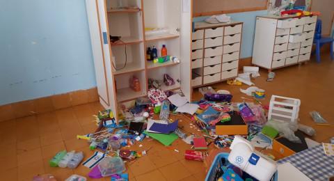 يافا تل ابيب: طفل لم يتجاوز من العمر بعد 10 اعوام يقتحم مدرسة ويعيث خرابا