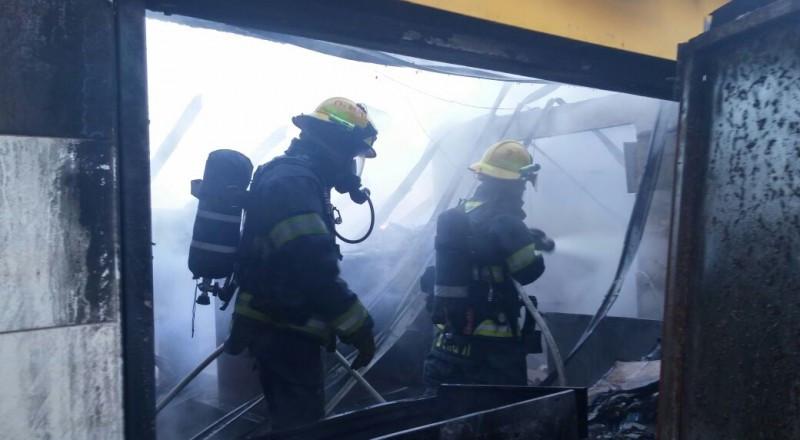 حيفا: حريق بعمارة سكنية والعثور على جثة مجهولة الهوية