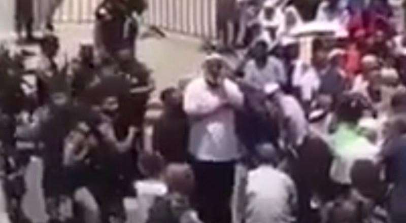 فيديو مؤثر لأحد حرّاس الأقصى وهو يرفع الأذان بحرقة باكياً