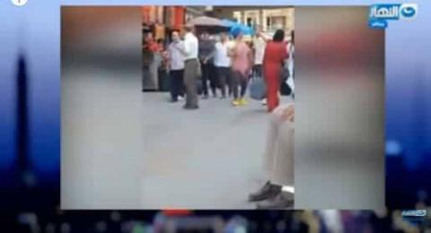 فتاة تتحرش بالشباب وسط القاهرة..والشرطة تقبض عليها