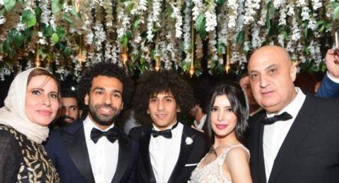 محمد صلاح يحضر حفل زفاف صديقه في مصر