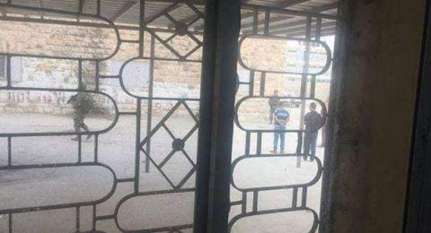 إصابة طلبة ومعلمين باعتداء قوات الاحتلال على مدارس بالخليل