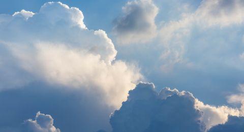 الطقس: أجواء لطيفة ودرجات الحرارة أدنى من معدلها