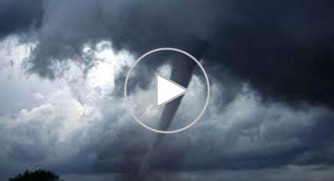اعصار فلورنس يجتاح ولايتين امريكيتين ويهدد الملايين