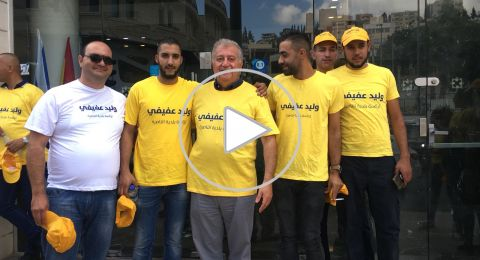وليد عفيفي وداعموه يوزعون المناشير الانتخابية في شوارع الناصرة